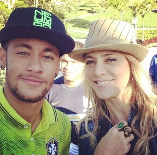 Christine Fernandes tieta Neymar na Granja Comary: