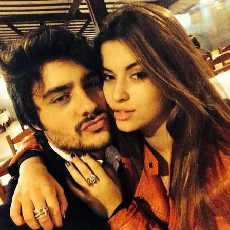 Namorada de Guilherme Leicam diz que não acredita que ele beijou aniversariante em festa