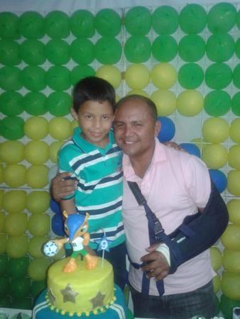 Airton Filho recebe seus amigos em casa, para juntos comemorarem seu aniversário