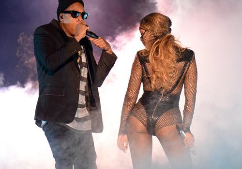 Beyoncé usa look sexy ao lodo de Jay-Z em estreia de 'On the Run'