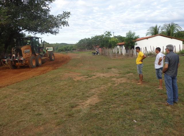 Prefeitura de Jatobá recupera estradas vicinais de várias comunidades