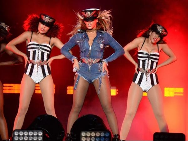 Beyoncé usa look sexy em estreia da turnê ?On the Run?