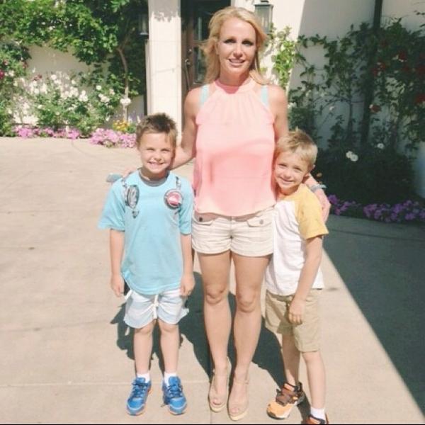 Britney Spears está solteira, diz site