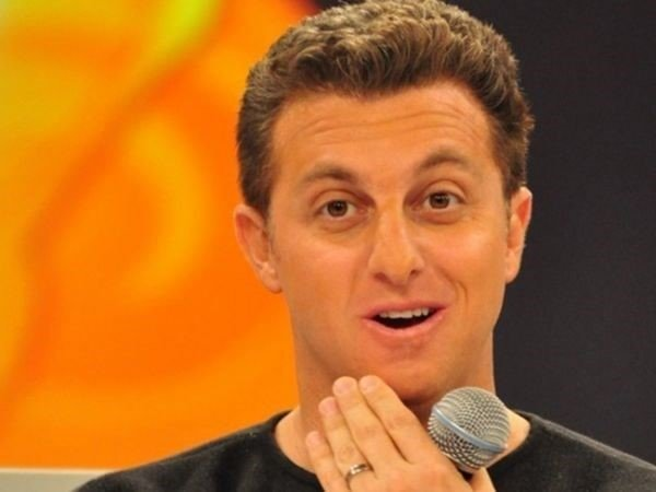 Luciano Huck é acusado de incentivar turismo sexual por quadro do