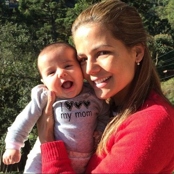 Nívea Stelmann posta foto com filha caçula: