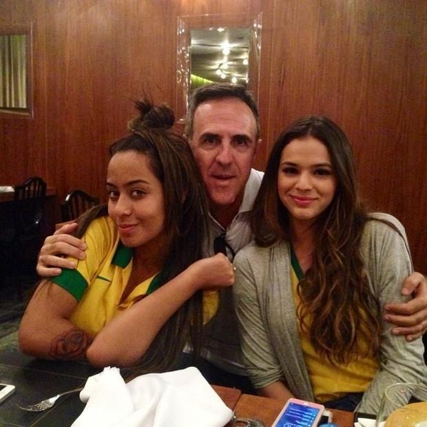 Depois de sofrer, Bruna Marquezine comemora a vitia do Brasil
