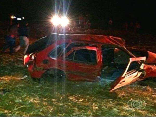 Irmãos de 17 e 19 anos morrem em acidente na GO-515 em Goiatuba