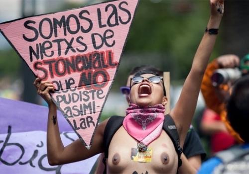 Mais de 10 mil pessoas participam de passeata do orgulho gay na capital mexicana