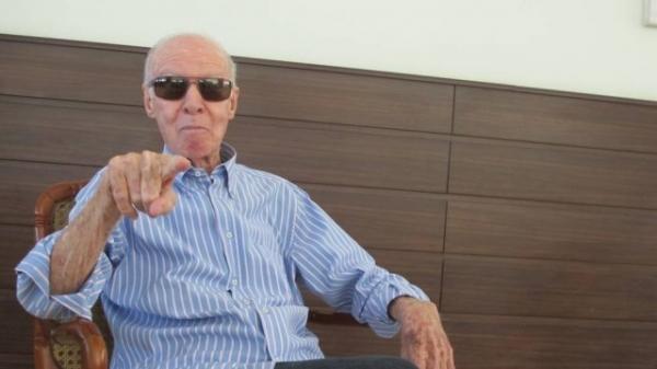 Zagallo assiste ao jogo do Brasil no hospital e deve ter alta somente na sexta-feira