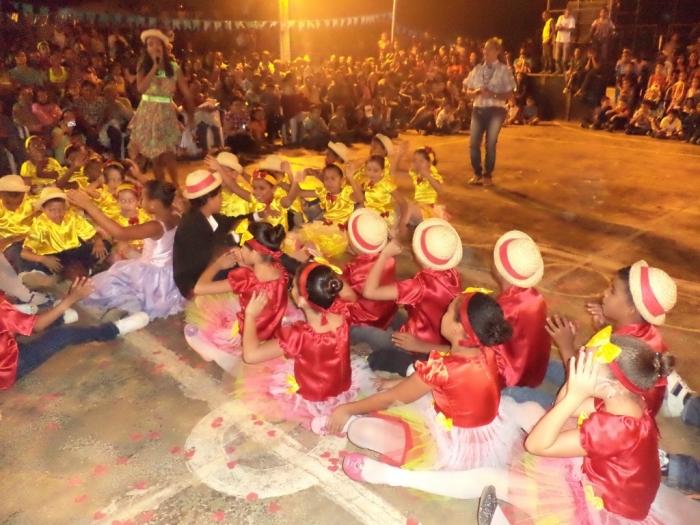 Prefeito realiza festival de  quadrilha municipal - Imagem 14