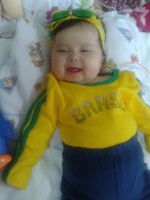 Após longa batalha, bebê com doença rara deve ir aos EUA nesta terça-feira