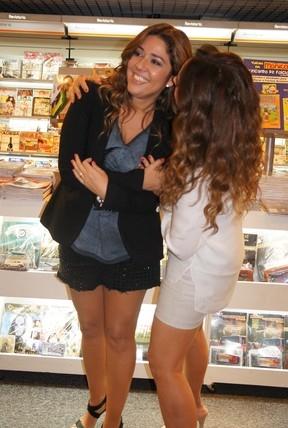 Daniela Mercury e Malu beijam muito para celebrar livro