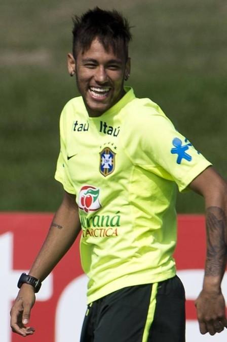 Desgastados, Neymar e mais seis são poupados de treino no campo na Granja Comary