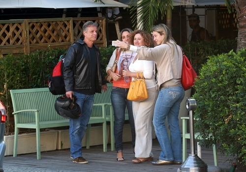 Marcello Novaes e Luana Piovani almoçam juntos em restaurante, no Rio