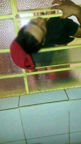 Homem tenta furtar televisão de escola e morre entalado em janela mesmo com a porta arrombada