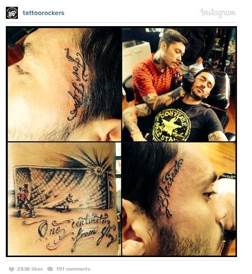 Atleta chileno tatua bola na trave que quase eliminou Brasil