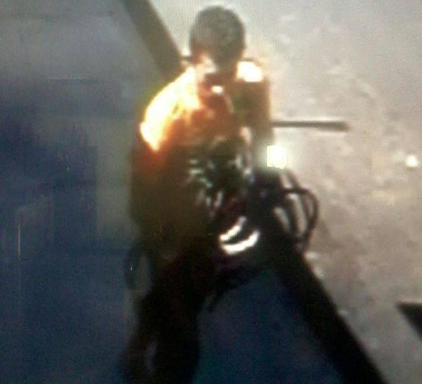 Câmera flagra ladrão roubando objeto de carro de médico em Campo Maior