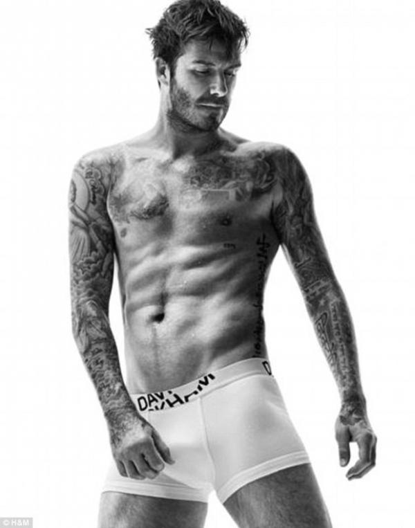 David Beckham posa de cueca em nova campanha