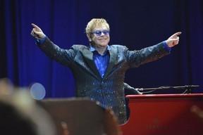 Elton John diz em entrevista na TV que Jesus defenderia uni縊 gay