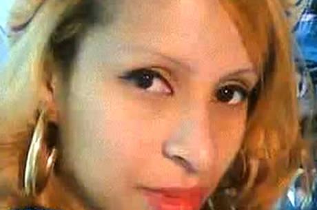Polícia procura suspeito de matar ex com facão na frente do filho no Rio