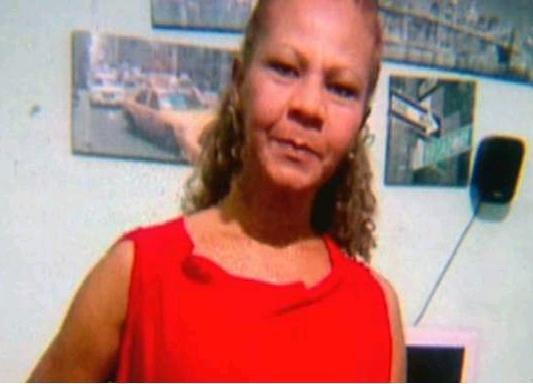 Tomada de ciúmes, mulher põe fogo na casa da ex do namorado e mata inocente