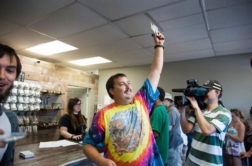Primeiro homem a comprar maconha legalmente em Washington é demitido