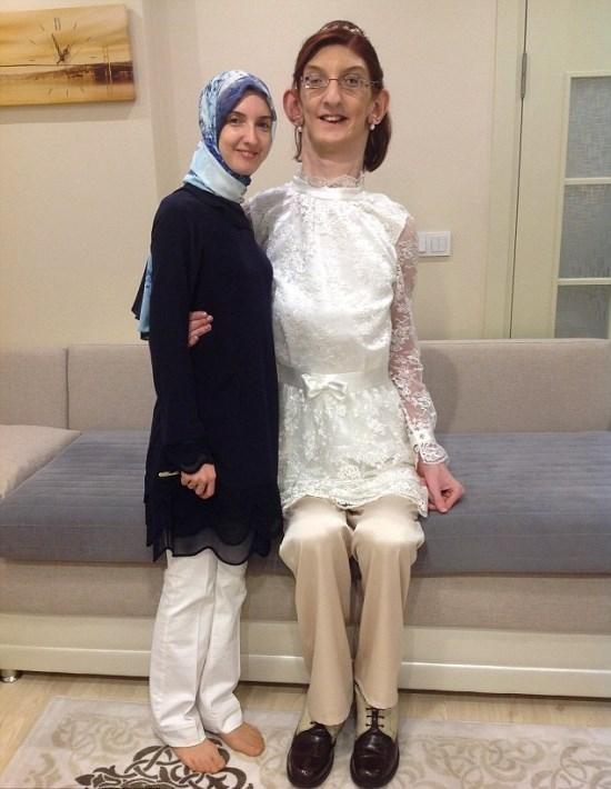 Garota de 17 anos com 2,13 m de altura é a adolescente mais alta do mundo, de acordo com o Guinness World Records