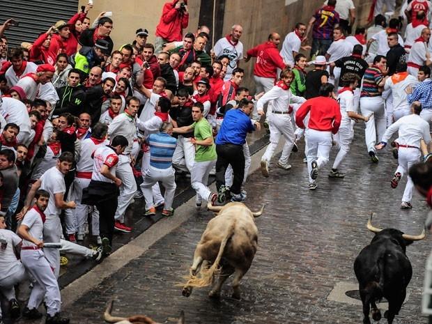 Festa tradicional com touros nas ruas deixa três feridos na Espanha