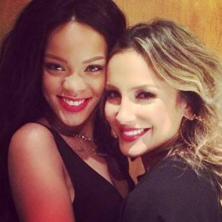 Rihanna banca a fofa com Anitta e Claudia Leitte após cara de poucos amigos