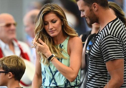 Gisele Bündchen e o seu marido Brady trocam beijos no Maracanã