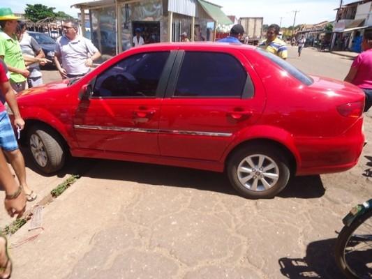 Acidente envolvendo carro de empresário deixa ferido em José de Freitas