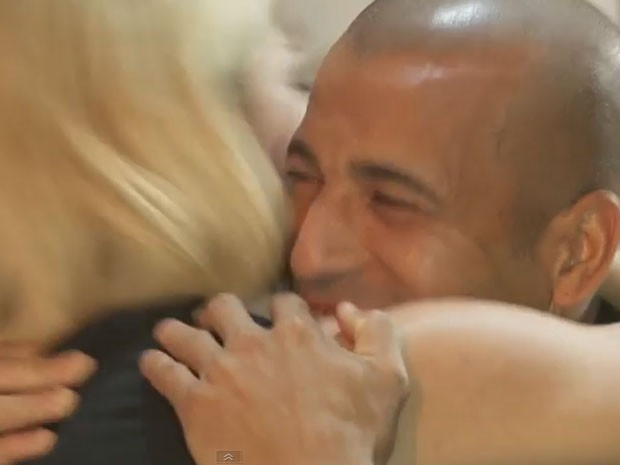 Antônia Fontenelle beija Emerson Sheik na boca ao final de entrevista