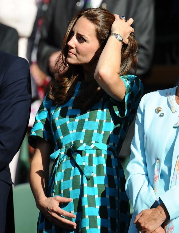 Foto de Kate Middleton com barriga saliente aumenta boatos de gravidez