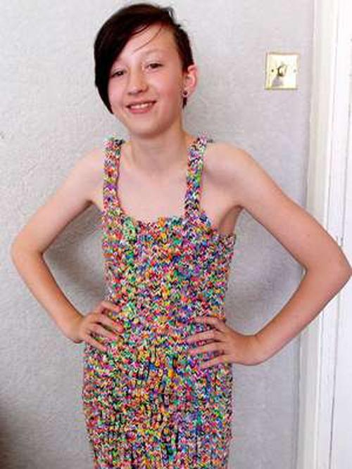 Vestido de elásticos é vendido com lucro de 340.100% no eBay
