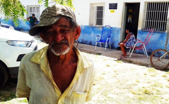 Assaltantes invadem residência e levam R$ 8 mil de aposentado