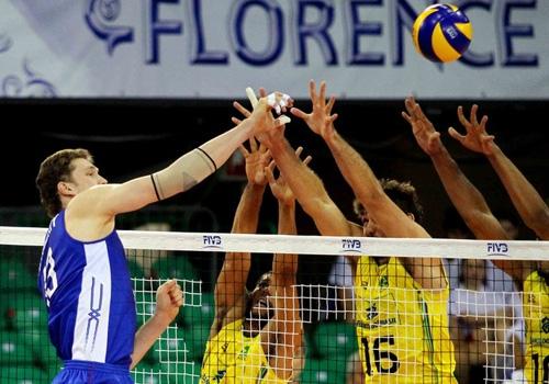 Brasil derruba a Rússia, quebra jejum e avança à semifinal da Liga Mundial