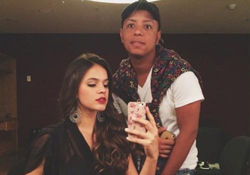 Bruna Marquezine mostra maquiagem nos bastidores de novela