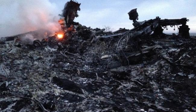 Passaportes americanos, alemães e holandeses são achados em local da tragédia que matou 295 pessoas