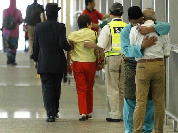 Atraso ou economia faz passageiros escaparem de tragédia do voo MH17