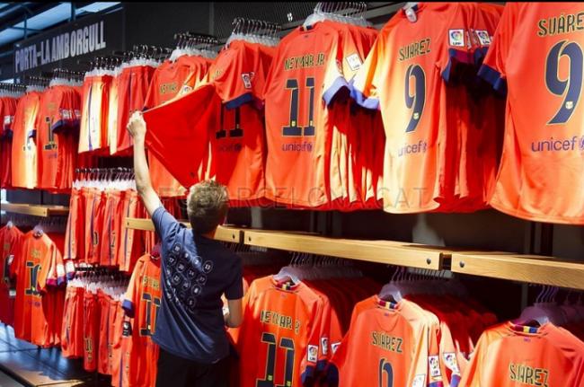 Barcelona coloca camisas de Messi, Luis Suárez e Neymar juntas à venda