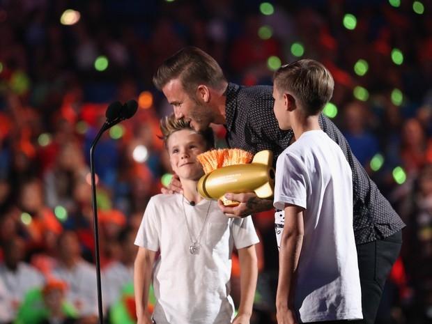 Beckham e os filhos sobem ao palco de premia鈬o nos EUA
