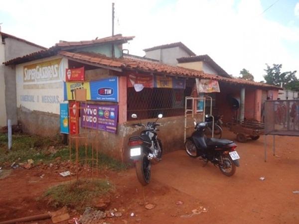 Dupla faz arrastão em comércios e roubam clientes no Piauí