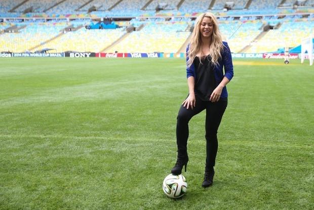 Shakira se torna a celebridade mais popular do Facebook