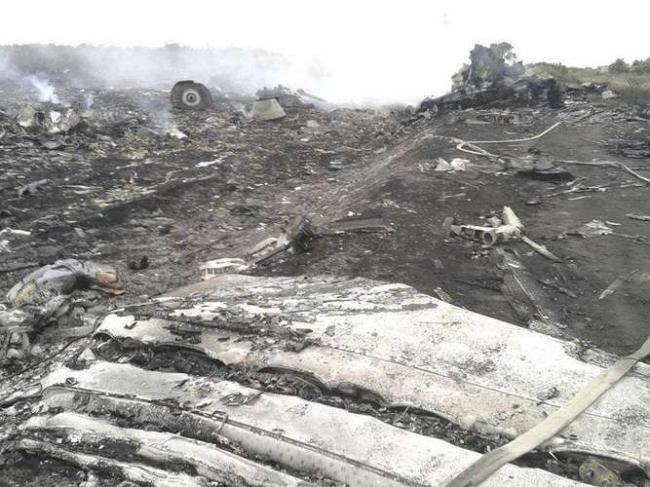 Após a tragédia, Governo da Ucrânia acusa rebeldes de remover 38 corpos do voo MH17; fotos!