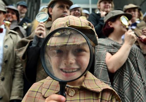 Fantasiados de Sherlock Holmes tentam conseguir recorde em Londres