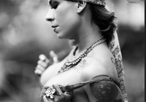 Fotos sensuais in馘itas de Vivi Seixas, filha de Raul onde ela  clicada para o Paparazzo