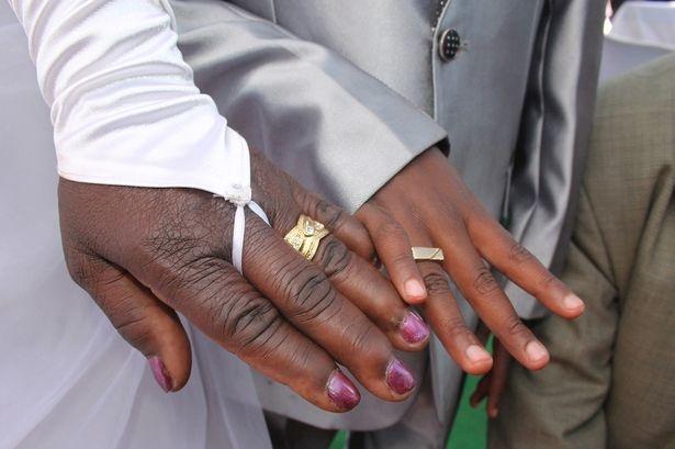 Menino de apenas 9 anos se casa com Mulher de 62