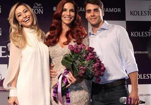 Ruiva! Ivete Sangalo apresenta novo visual em evento com o marido