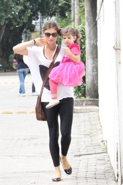 Grazi Massafera leva a filha, Sofia, para passear no Jardim Botânico