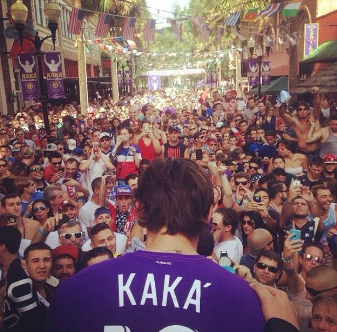 Recep鈬o a Kak nos EUA tem milhares de torcedores: